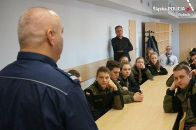 Klasy mundurowe odwiedziły rybnicką komendę policji