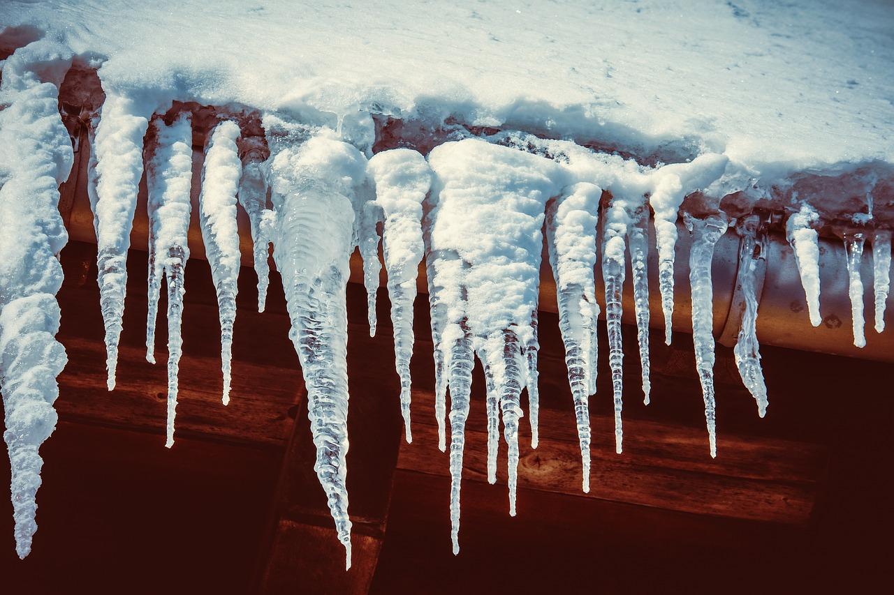 Obowiązek usuwania sopli oraz śniegu z dachów