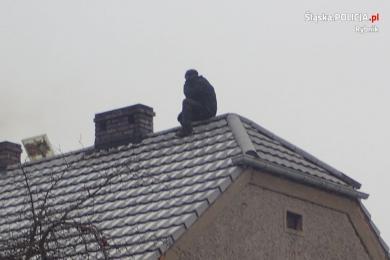 Desperat ukrył się przed Policją na dachu