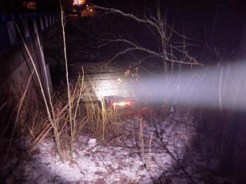 Rybniczanin stracił panowanie nad samochodem i zjechał ze skarpy na wiadukcie
