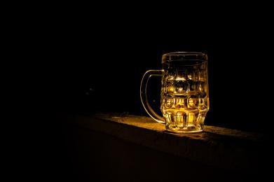Pijany 81-latek spowodował kolizję i uciekł