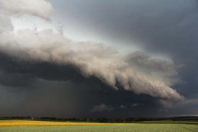 Uwaga: na południu kraju mogą pojawić się superkomórki burzowe i trąby powietrzne!