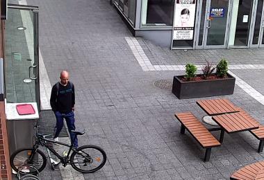 Mężczyzna ukradł rower. Rozpoznajesz?