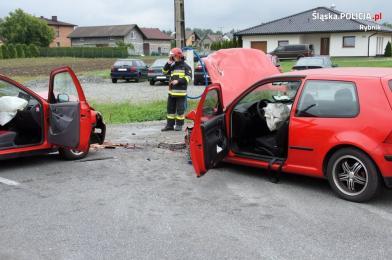 Zderzenie czołowe na ulicy Zebrzydowickiej w Rybniku
