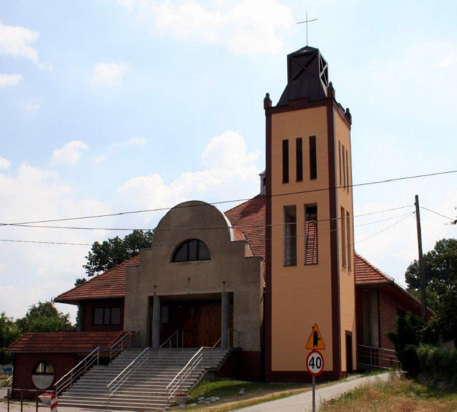 Chwałęcice - Kościół pw. św. Jana Nepomucena